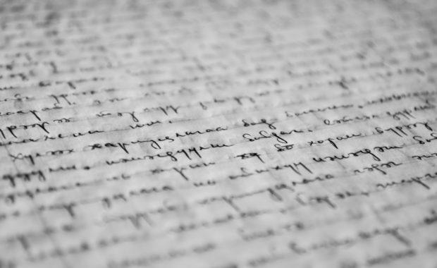https://www.pexels.com/es-es/foto/blanco-y-negro-boligrafo-colegio-cuaderno-261763/